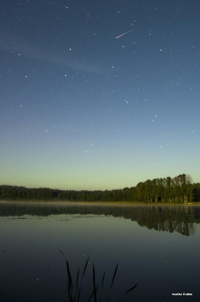 Langev täht Kaarmise järve kohal